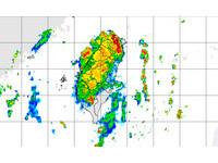 快訊/雷雨狂炸!北北基桃竹升級豪雨特報 嚴防雷擊強陣風