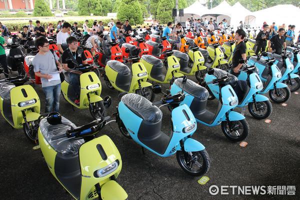 ▲1個月賣1.3萬台!Gogoro2千人同步交車 目標銷量翻倍。(圖/記者張慶輝攝)