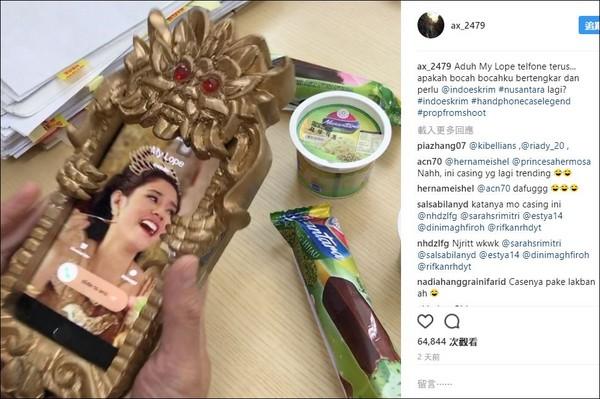 ▲全球唯一的王后浮誇新潮手機殼。(圖/翻攝自Reza Aditya Irawan instagram)