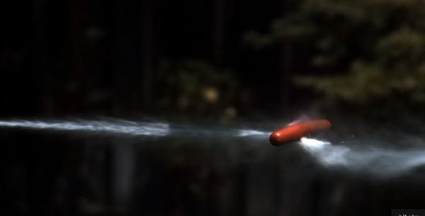 ▲馬克花了半年時間打造超大水槍。(圖/翻攝自Youtube/Mark Rober)