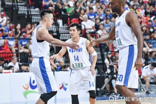 ▲▼瓊斯盃男子組,中華藍對日本。蔣淯安,戴維斯,周儀翔(圖/記者李毓康攝)