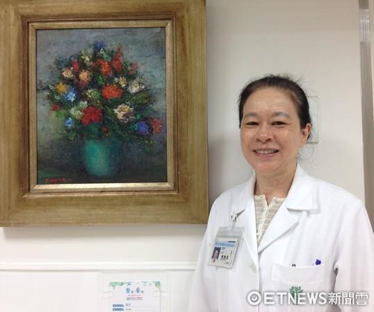 ▲奇美醫學中心牙髓病科主任陳雅惠與得意作品合影。(圖/奇美醫院提供)
