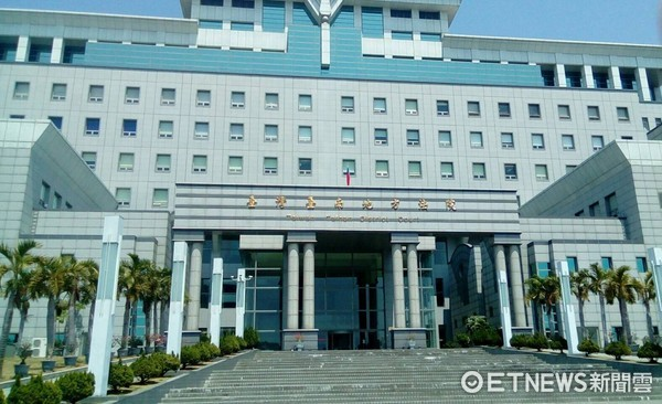 ▲會址設於台南地方法院內的台南律師公會,17日晚上發表聲明,嚴正譴責暴力行兇者,對黃政雄律師遇害致哀悼慰問。(圖/記者林悅攝)