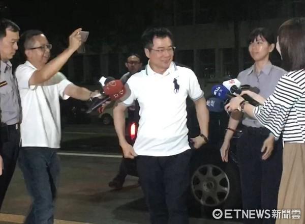 ▲漏夜偵訊後,檢察官對蔡正元聲請羈押。(圖/記者楊佩琪攝)