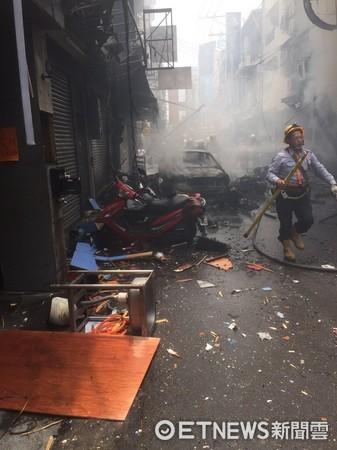 ▲逢甲小吃街氣爆引發大火,現場滿目瘡痍。(圖/記者莊智勝翻攝)