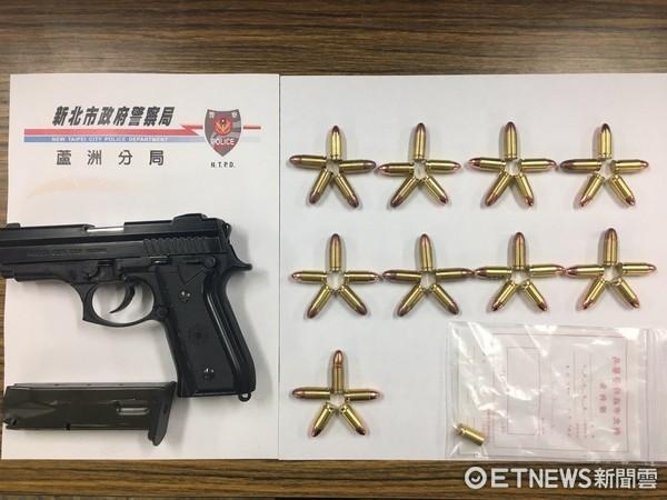蘆洲驚傳槍響!警方在吳男屋內起出改造槍枝、子彈。(圖/記者陳豐德翻攝)