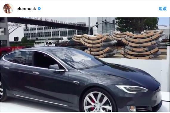 ▲特斯拉老闆爽PO「車用電梯」實測 降到地底只花10秒(圖/翻攝自Elon Musk Instagram)