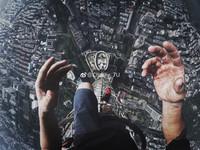 爬上大廈450公尺尖頂自拍錄影 4年輕人玩命!網:瞬間覺得腿軟