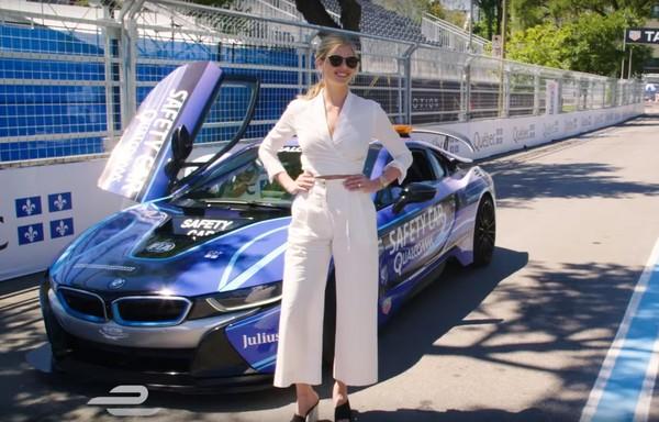 D奶名模Kate Upton的「第一次」就獻給BMW i8 連連嬌呼:YES!(圖/翻攝自BMW)