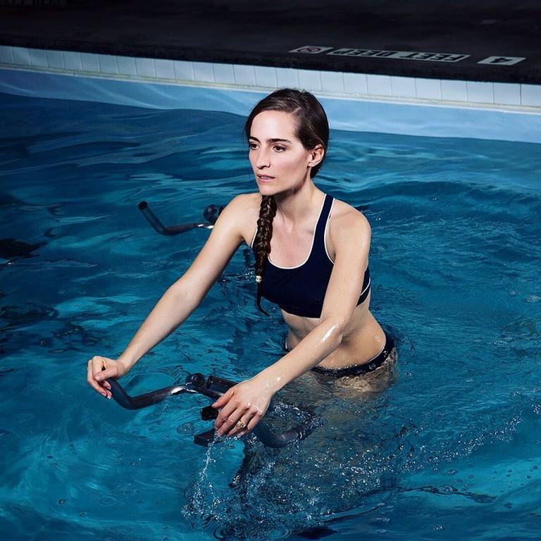 ▲紐約水中飛輪課(圖/翻攝自AQUA Studio NY FB)