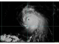 中颱榕樹颱風眼清晰照曝光!全台熱烘烘 北部連三天飆37℃