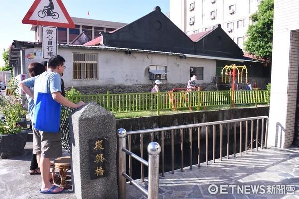 花蓮市公所「回藍•海是生活節」系列活動之一,「都市河流帶路旅行」沿著市區隱藏版的小小河流,穿梭在巷弄與熱鬧街道。(圖/花蓮市公所提供)