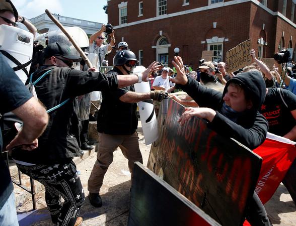 ▲▼美國維吉尼亞州爆發抗議衝突事件,目前造成3人死亡、至少19人受傷。(圖/路透社)