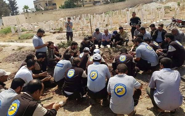 ▲▼救嬰畫面曾感動全球,敍「白盔」志工遭槍殺             。(圖/翻攝自twitter/The White Helmets)