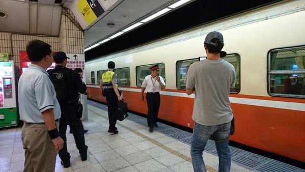 ▲台北車站旅客跳軌。(圖/台鐵提供)
