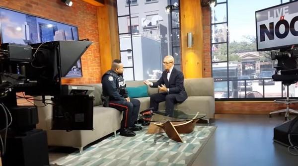 ▲▼ 加拿大一名18歲的少年偷了一套面試的服裝,警員傑安尼森放了他,還買下衣服送給他。(圖/翻攝自Youtube/HowWeDoIt TPS)