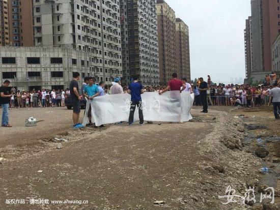 ▲4歲女童失蹤2天被發現埋在施工道路下。(圖/翻攝安徽網)