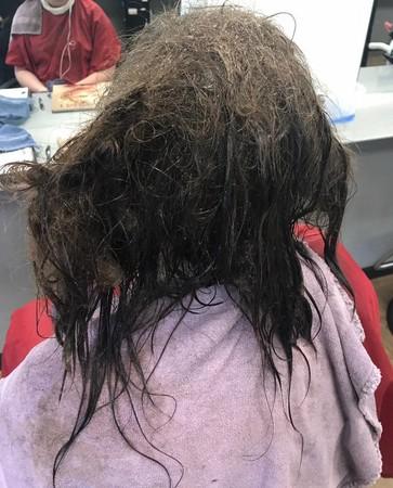 ▲正美髮型師幫憂鬱症少女染燙出新髮型。(圖/翻攝自Kayley Olsson臉書)