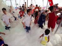 柬埔寨超狂海上「泡泡趴」 泡泡瀑布狂歡不濕身不回家