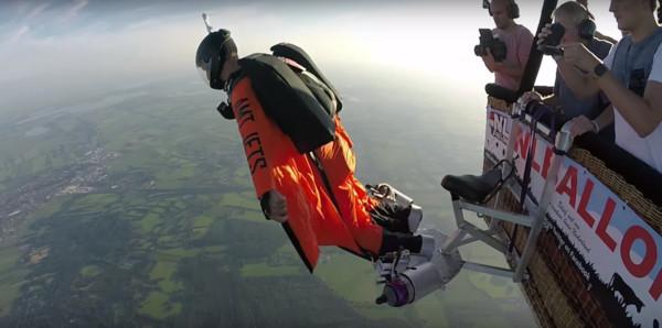 ▲▼荷蘭39歲亞諾(Jarno Cordia)在滑翔衣上裝設噴氣引擎,化身鋼鐵人。(圖/翻攝自YouTube/Jarno Cordia)