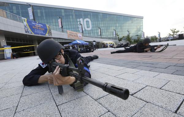 ▲▼南韓反恐演習。(圖/路透社)