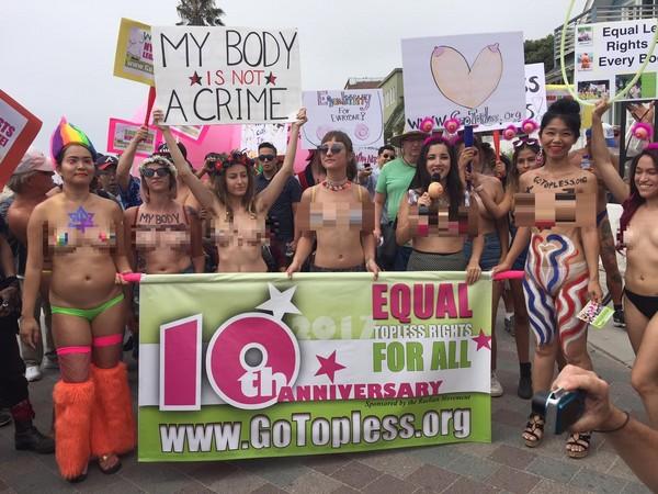 ▲就是要解放!超過千名示威者訴求上空自由。(圖/取自臉書/Gotopless.org)