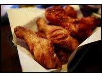 韓國香辣多汁的僑村炸雞 再來一杯啤酒超過癮!