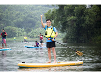 青草湖活起來 林智堅邀民眾體驗立式划槳