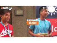 街訪世大運選手挑戰「講台語」 藍衣男「不打結」超流利