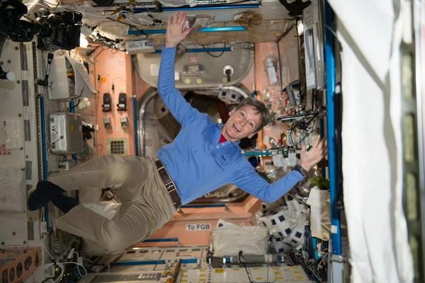 ▲▼國際太空站第一位女性指揮官惠特森。(圖/翻攝自Peggy Whitson推特)
