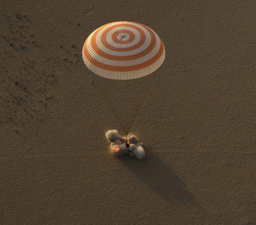 ▲▼惠特森與其他兩名太空人成功回到地面。(圖/達志影像/美聯社)