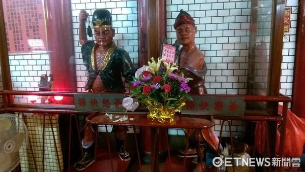 新竹都城隍廟,喜怒哀樂捕快。(圖/記者陳俊宏攝)