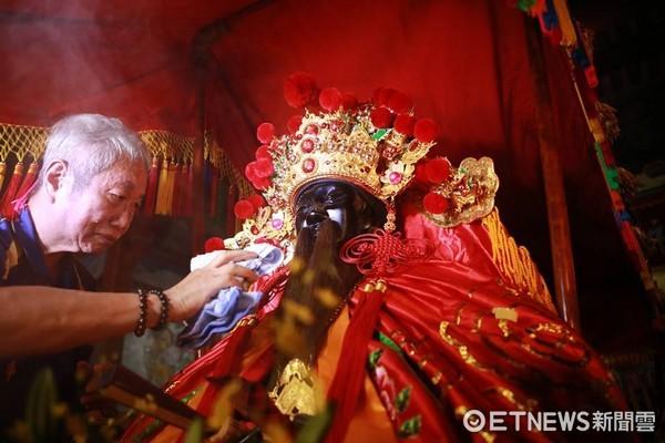 新竹都城隍廟,竹塹中元城隍祭,遶境賑孤。(圖/新竹都城隍廟提供)