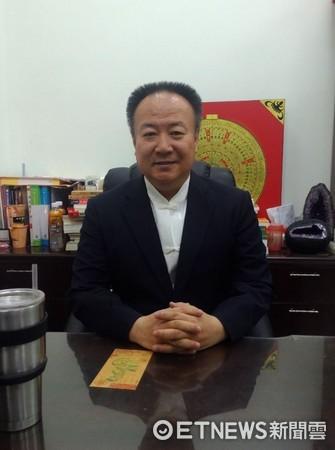 資深命理老師謝沅瑾。(圖/記者黃翊婷攝)