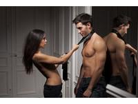 前戲就讓男友狂硬難耐的5花招 來場激烈的性愛吧