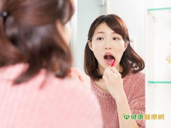 ▲夏日大啖含糖冷飲 如何降低酸性口腔蛀牙機率?。(圖/健康醫療網)