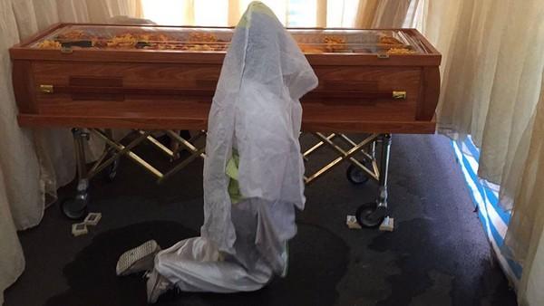 ▲▼傳統殯葬業者、孝女白琴。(圖/劉君玲授權提供)