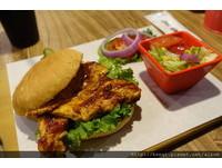 台北老字號美式漢堡店 有厚度的B.B.Q.烤雞胸漢堡