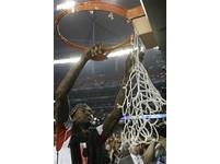 NCAA/路大漢考克領軍逆襲 助好友韋爾剪下奪冠籃網