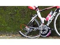 勁戰125飆北宜公路 過彎壓車撞飛KUOTA單車女騎士