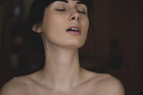 仙女们高潮会翻白眼? 性专家4点神解「销魂表情」的秘密