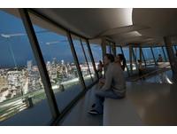 西雅圖太空針塔開設自轉餐廳 地板是透明觀景台