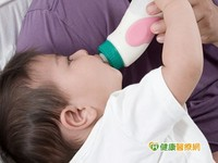1歲女嬰腸腫大 竟因對牛奶過敏