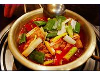 韓國明洞巷弄美食!一個人也能吃的超濃郁「辣雞湯」