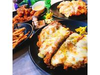 超邪惡牽絲美食!「披薩+雞排」7種口味創意混搭