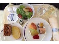 空姐揭露!對抗時差秘訣竟是「不在飛機上吃東西」