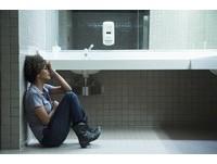 荷莉貝瑞悚聽「全程遭性侵」電話 當場崩潰嚇破膽!