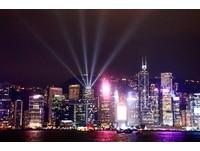 維多利亞港飄雪了!全球最大LED燈海&巨型水晶球在香港