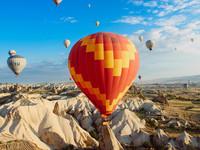 賞鬱金香、搭熱氣球 過一回土耳其「穴居生活」