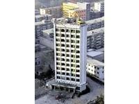 山西「最牛挖土機」 從12樓頂一層層往下拆